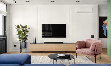 Personalización de un interior moderno con decoración de acento verde, azul, rosa y amarillo